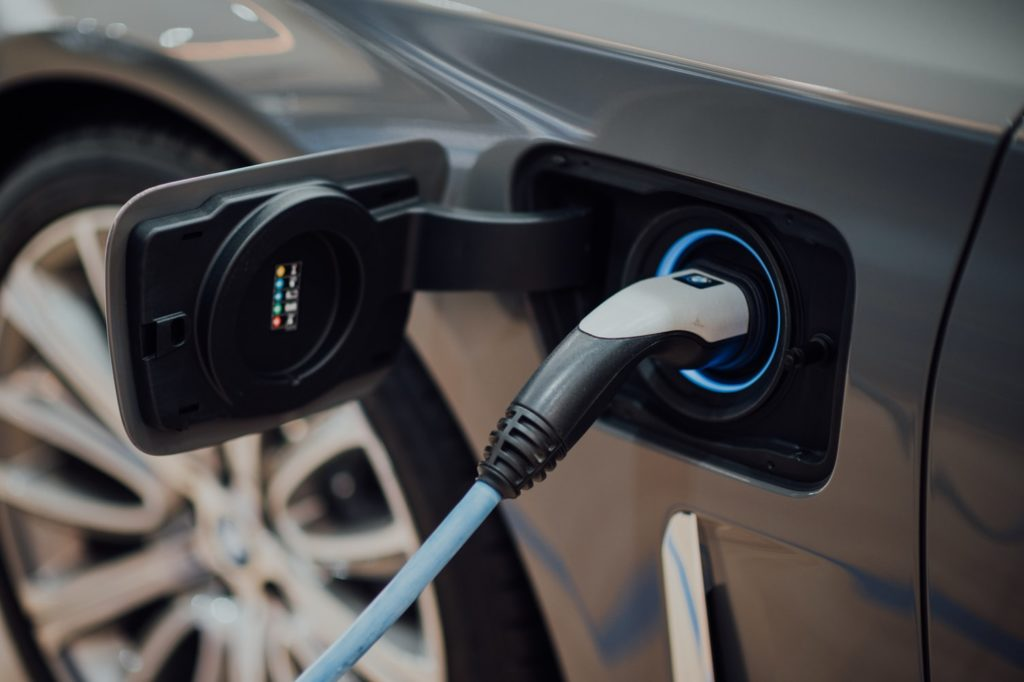 Understand The Costs to Charge Electric Cars